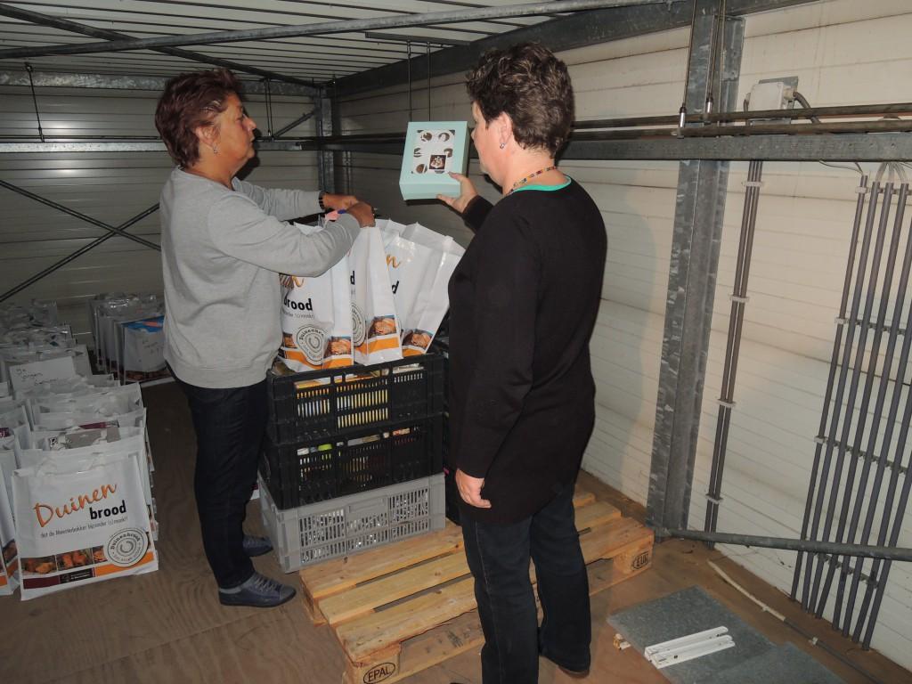 Sinterklaasdoos vullen bij voedselbank